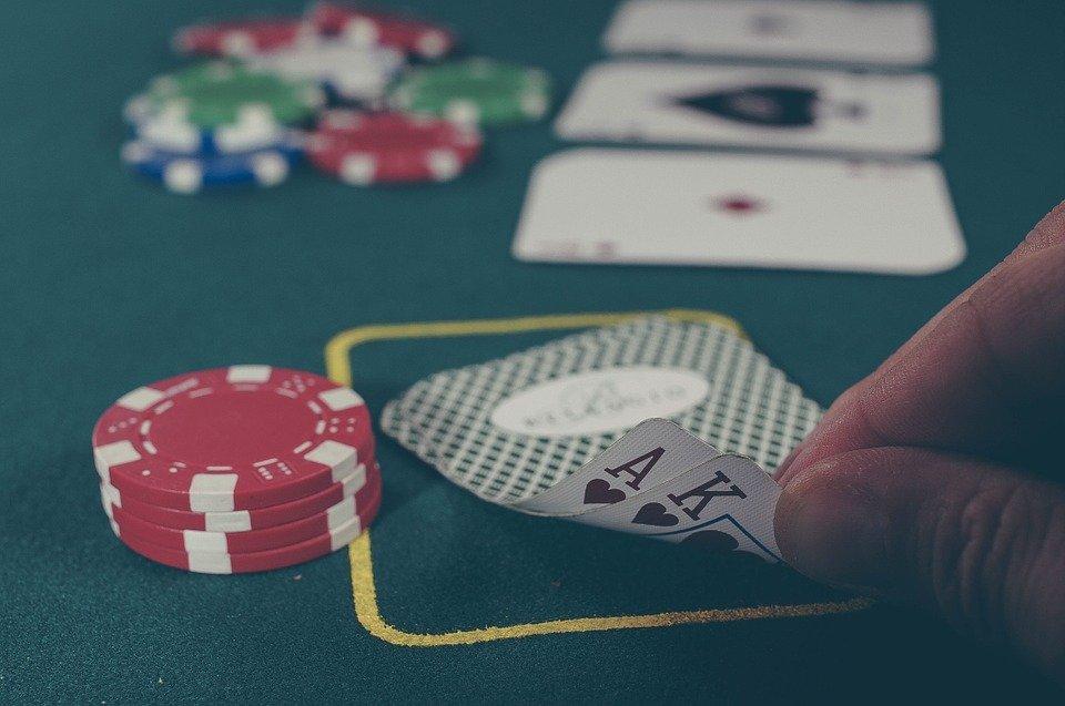 Le poker en soirée, un jeu plein de testostérone